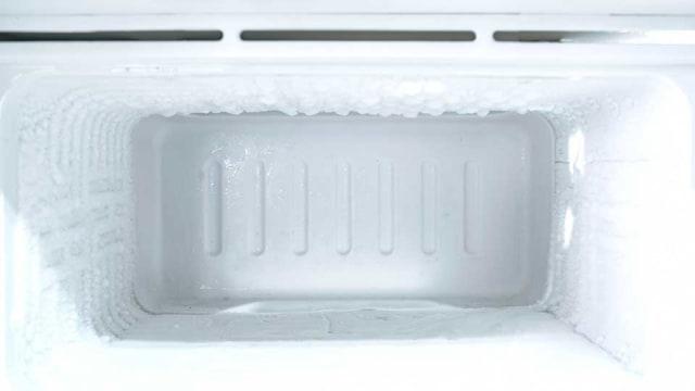 5 Tips Menghilangkan Bunga Es di Freezer Kulkas, Gak Sulit Kok!