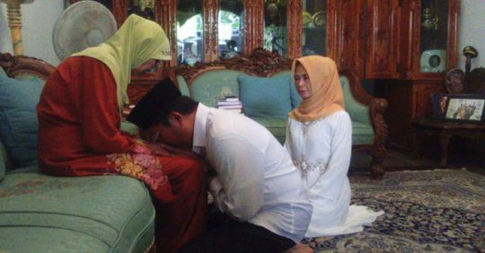 Permalink to Wahai Istri …!! Dukunglah Suamimu Berbakti Kepada Ibunya Agar Anak-anakmu Berbakti Juga Kepadamu Kelak